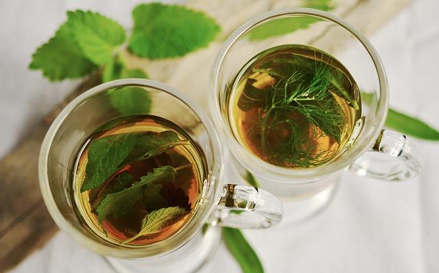 šálky čaje