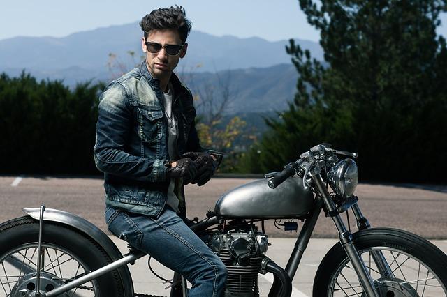model na motorce