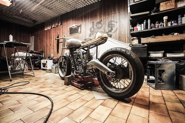 motorka a garáž