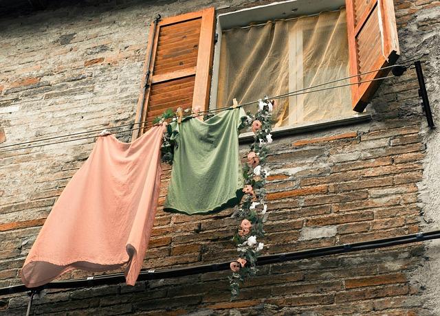 prádlo pod oknem.jpg