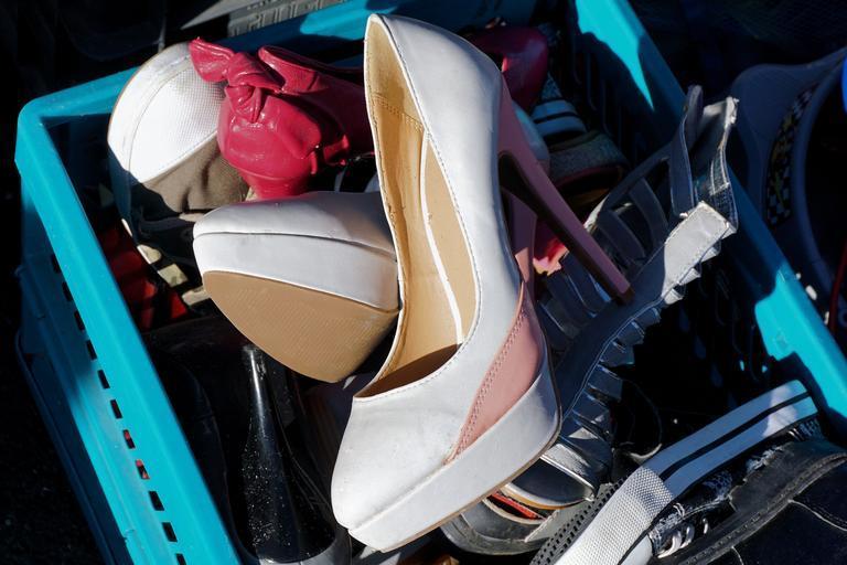 boty naházené v krabici